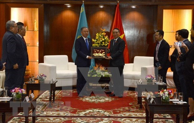 Senalan potencialidades de cooperacion entre Kazajstan y ciudad vietnamita de Da Nang hinh anh 1