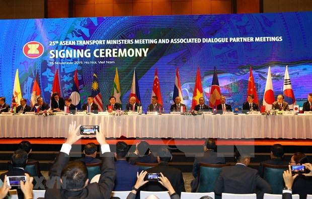 Firman en Vietnam documentos de cooperacion en transporte en ASEAN hinh anh 1