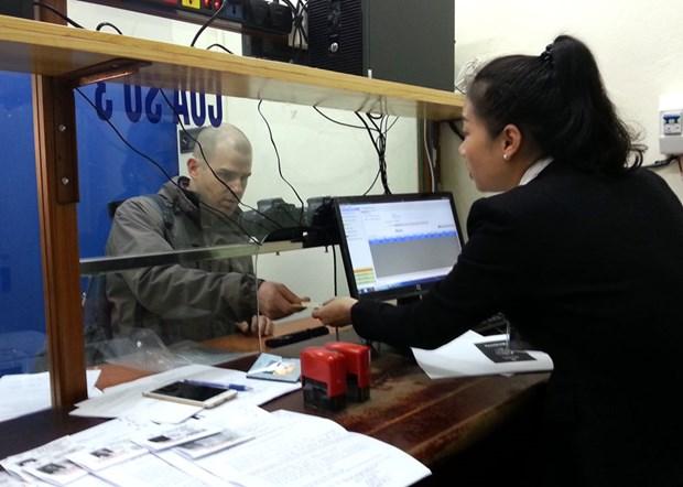 Facilita Hanoi el cambio en linea de licencias de conduccion para turistas hinh anh 1