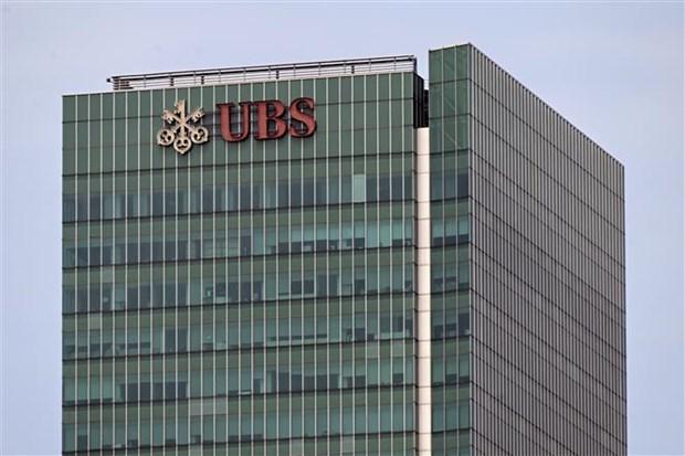 Multa Singapur al gigante bancario suizo UBS por operaciones enganosas hinh anh 1