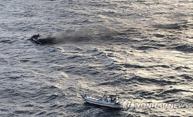 Permanecen desaparecidos seis vietnamitas tras incendio de un pesquero en aguas sudcoreanas hinh anh 1