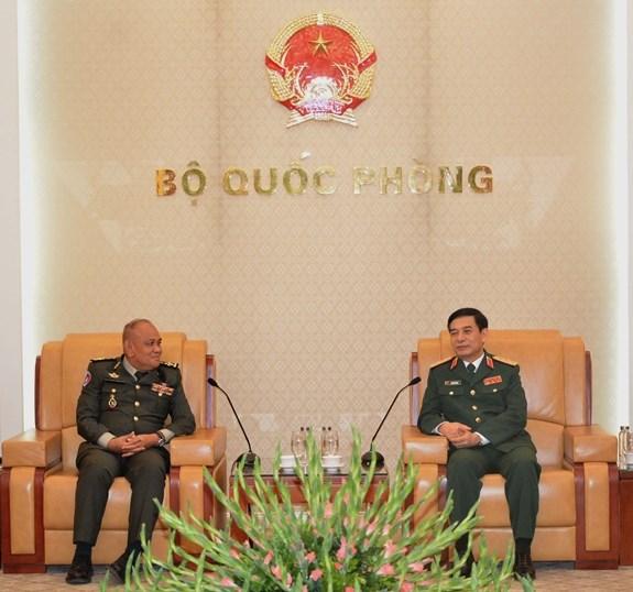 Vietnam y Camboya apoyan cooperacion entre sus instituciones de defensa hinh anh 1