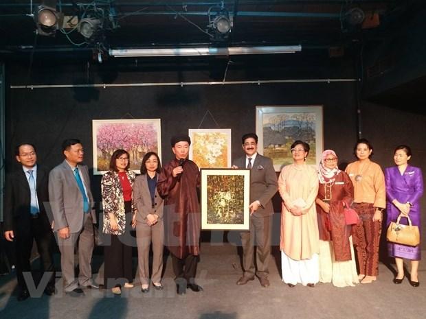 Presentan obras pictoricas de Vietnam en la India hinh anh 1