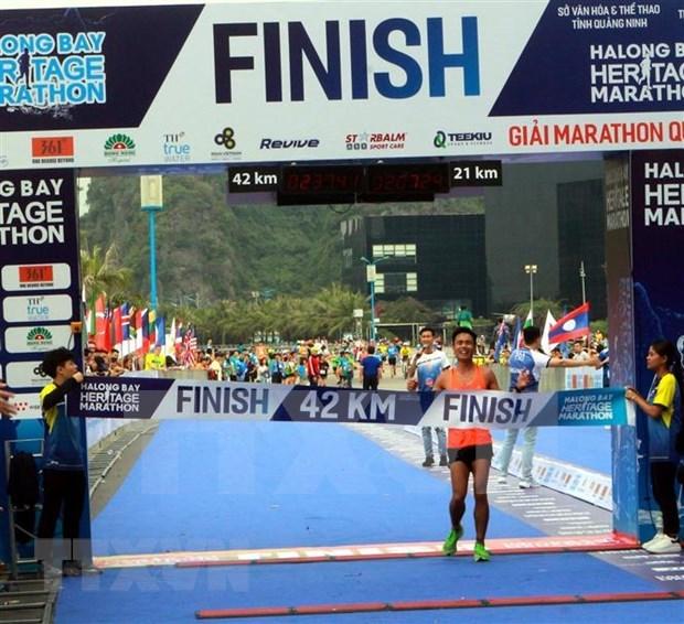 Nutrida participacion en Maraton Internacional de Bahia de Ha Long hinh anh 1