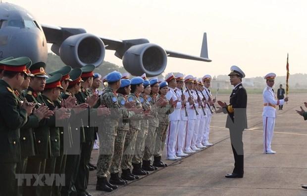 Parten oficiales vietnamitas hacia Sudan del Sur para operacion de mantenimiento de la paz de ONU hinh anh 1