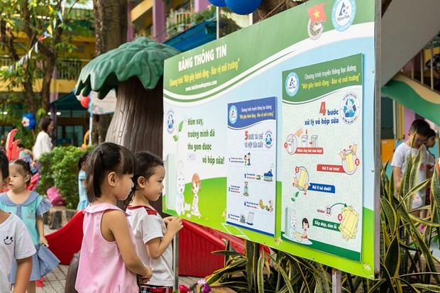 Participaran casi dos mil escuelas en programa de reciclaje de desechos en Vietnam hinh anh 1