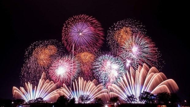 Lanzaran fuegos artificiales en todos los distritos de Hanoi para celebrar el Ano Nuevo Lunar 2020 hinh anh 1