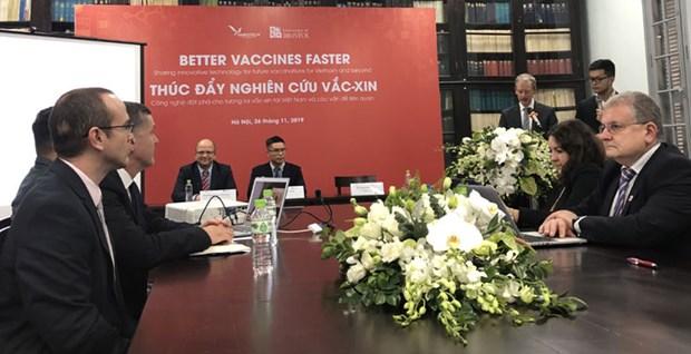 Cooperan Vietnam y Reino Unido en produccion de vacunas contra gripe aviar y rabia hinh anh 1