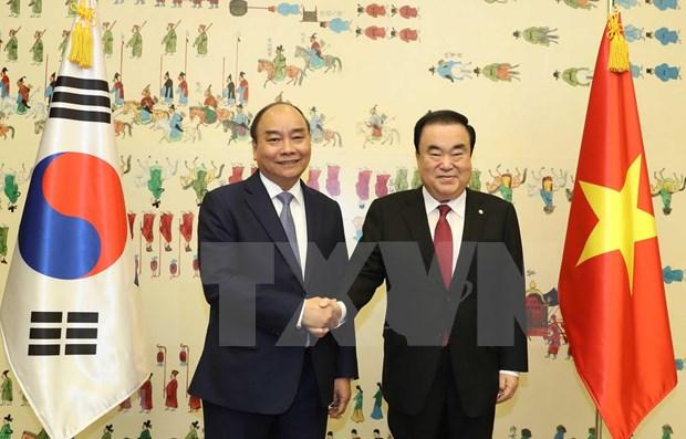 Se entrevista primer ministro de Vietnam con presidente de Asamblea Nacional de Corea del Sur hinh anh 1