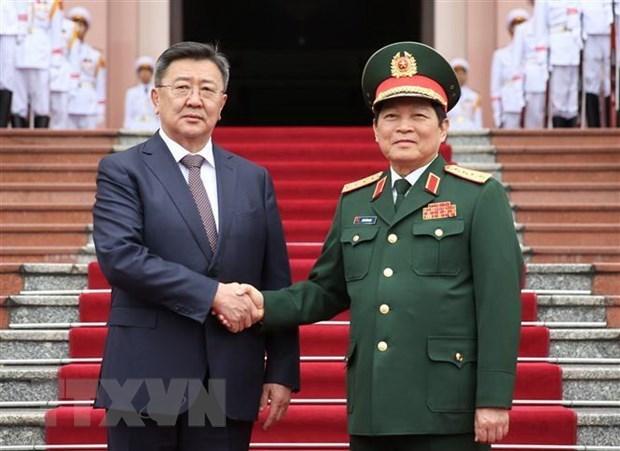 Estrechan Vietnam y Mongolia lazos en defensa hinh anh 1