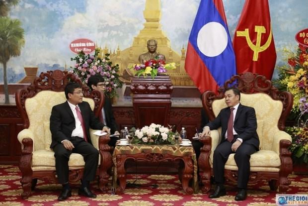Cancilleria de Vietnam felicita a diplomaticos de Laos por su Dia Nacional hinh anh 1
