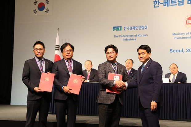 Inyectan inversores sudcoreanos mas de 15 mil millones de dolares en Hanoi hinh anh 1