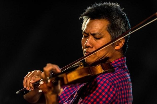 Actuara violinista vietnamita-frances en