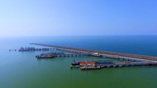 Suministrara empresa azerbaiyano cinco millones de barriles de crudo a refineria vietnamita hinh anh 1