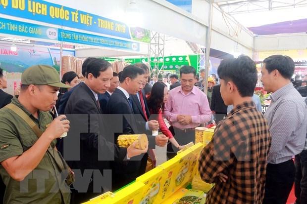 Inauguran Feria Internacional Comercial y Turistica Vietnam-China hinh anh 1