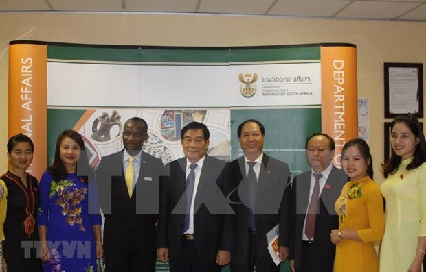 Vietnam y Sudafrica intercambian experiencias sobre politicas referentes a minorias hinh anh 1
