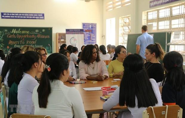 Promueve Michelle Obama asistencia a las adolescentes femeninas en Vietnam hinh anh 1
