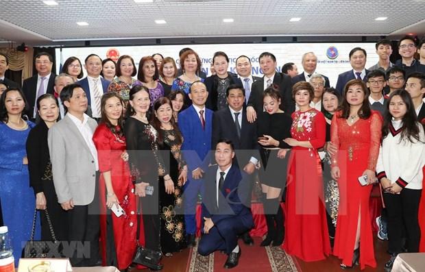 Maxima legisladora vietnamita se reune con compatriotas residentes en Rusia hinh anh 1