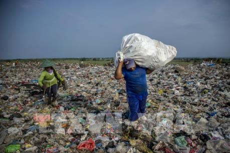 Tratan en Hanoi sobre la identificacion de puntos calientes de contaminacion plastica hinh anh 1