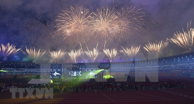 Fiesta de luces y musica da cierre a los SEA Games 30 hinh anh 1