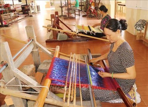 Presentan en el casco antiguo de Hanoi muestra sobre la elaboracion de seda hinh anh 1