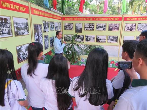 Celebra Can Tho exposiciones sobre Partido Comunista y Ejercito Popular de Vietnam hinh anh 1