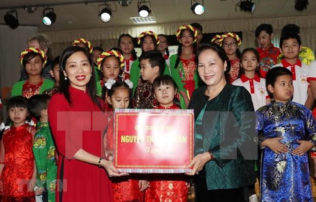 Continua maxima legisladora vietnamita su agenda de visita en Belarus hinh anh 1