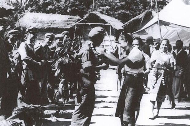 Valoran aportes de soldados voluntarios y expertos vietnamitas a la revolucion laosiana hinh anh 1
