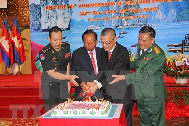 Celebran en Camboya y Francia fundacion del Ejercito Popular de Vietnam hinh anh 1