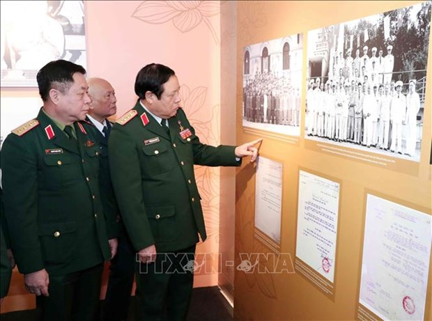 Celebran en provincia de Bac Ninh exposicion sobre ejercito popular de Vietnam hinh anh 1