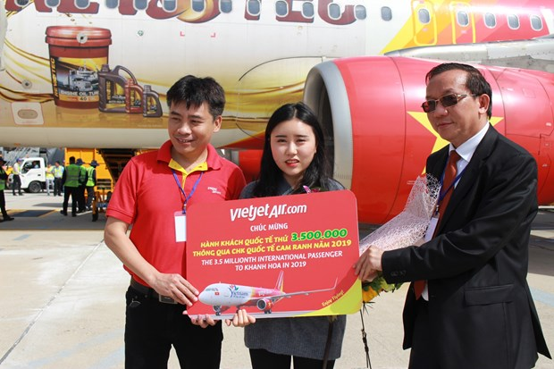 Recibe turista numero tres millones 500 mil provincia central de Khanh Hoa hinh anh 1