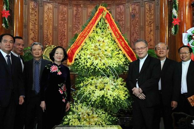 Dirigentes de Vietnam felicitan a catolicos en ocasion de Navidad hinh anh 1