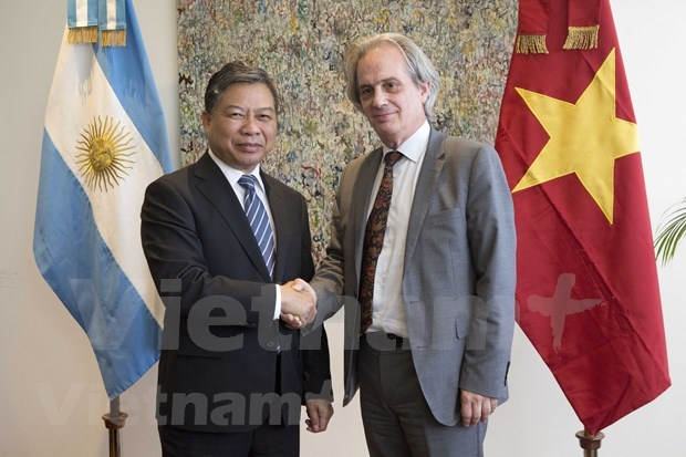 Delegacion partidista de Vietnam realiza visita de trabajo a Uruguay y Argentina hinh anh 1