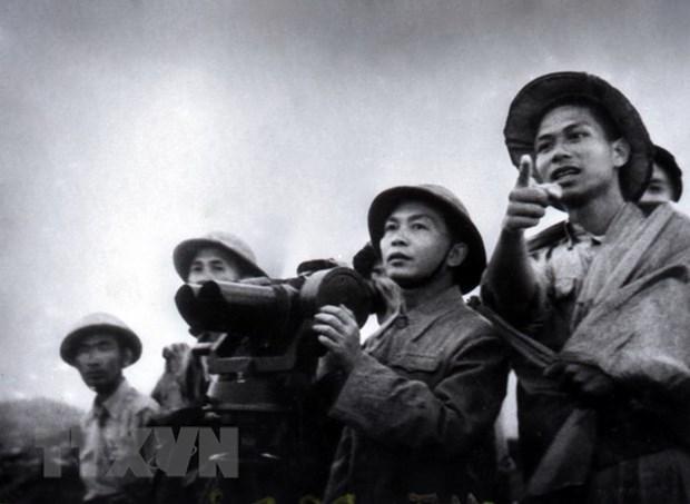Experto ruso aprecia espiritu combativo del Ejercito Popular de Vietnam hinh anh 1