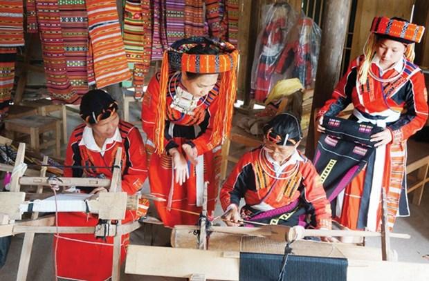 Oficio de tejeduria, tradicion trascendida de generacion en generacion de etnia vietnamita Pa Then hinh anh 1