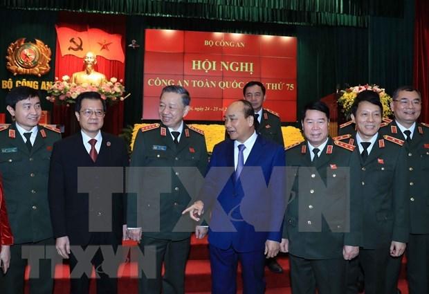 Instan a mantener liderazgo absoluto y directo del Partido Comunista a Policia Popular de Vietnam hinh anh 1
