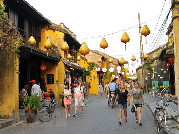 Recibe ciudad patrimonial de Hoi An a visitante extranjero numero 4,6 millones hinh anh 1