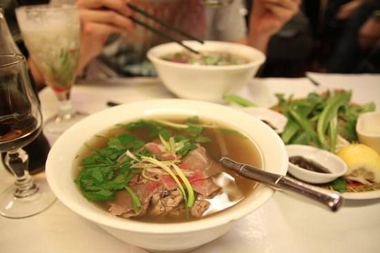 Conquista Pho, manjar vietnamita, a gastronomos estadounidenses hinh anh 1
