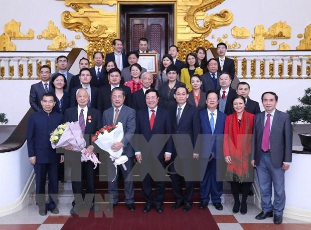 Vicepremier y canciller Pham Binh Minh recibe delegados del Foro del Pueblo Vietnam-China hinh anh 1