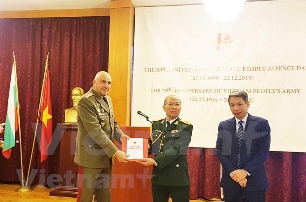Presentan Libro Blanco de Defensa de Vietnam en Bulgaria hinh anh 1