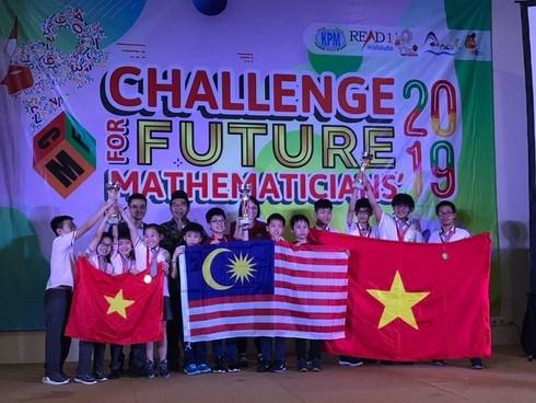 Triunfan alumnos de Vietnam en competicion matematica regional hinh anh 1