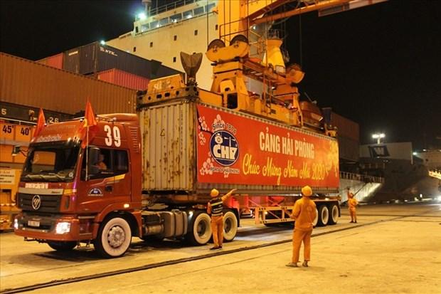 Recibe puerto maritimo de Hai Phong primeros contenedores internacionales en 2020 hinh anh 1