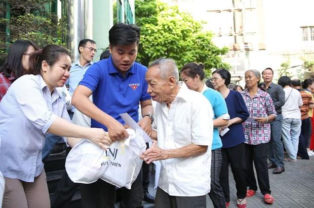 Aseguran un Tet feliz para necesitados y familias beneficiadas de politicas sociales en Hanoi hinh anh 1