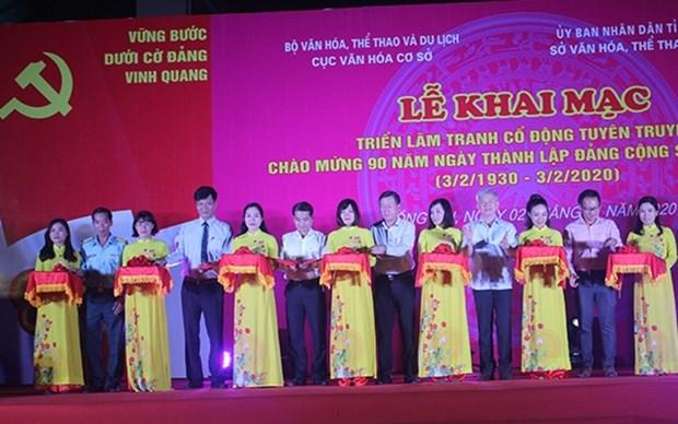 Ostentan carteles de propaganda sobre Partido Comunista de Vietnam hinh anh 1