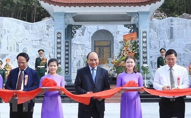 Premier de Vietnam inaugura obra dedicada a martires en provincia de Quang Nam hinh anh 1