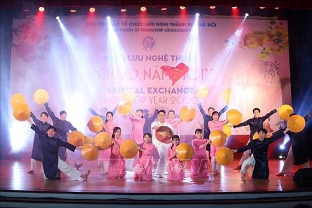 Reunidos vietnamitas y amigos extranjeros en intercambio artistico por Ano Nuevo Lunar hinh anh 1