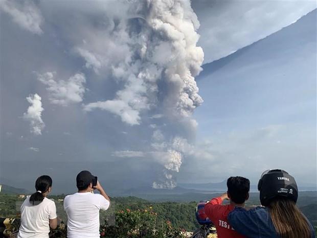 Suspenden vuelos en capital filipina por cenizas volcanicas hinh anh 1