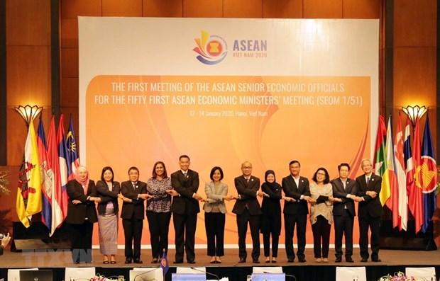 Presenta Vietnam iniciativas para promover Comunidad Economica de ASEAN hinh anh 1