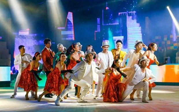 Artistas vietnamitas residentes en ultramar se reunen en programa musical en vispera de Tet hinh anh 1