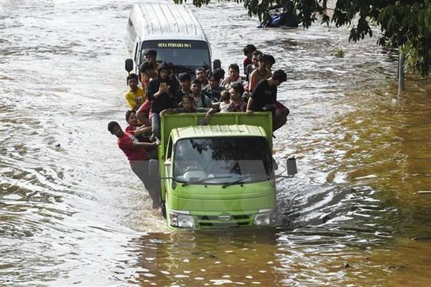 Demandan residentes a gobernador de Yakarta por negligencia en respuesta a inundaciones hinh anh 1